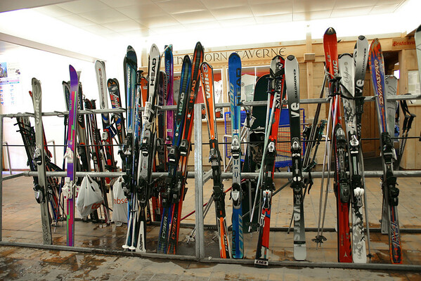 skis at the Murren station