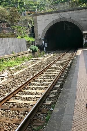 tunnel- Vernazza train station