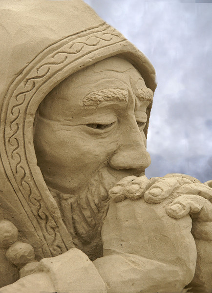The sand sculptures were amazing. The sky was dark which contributed to the ambience of the monk.