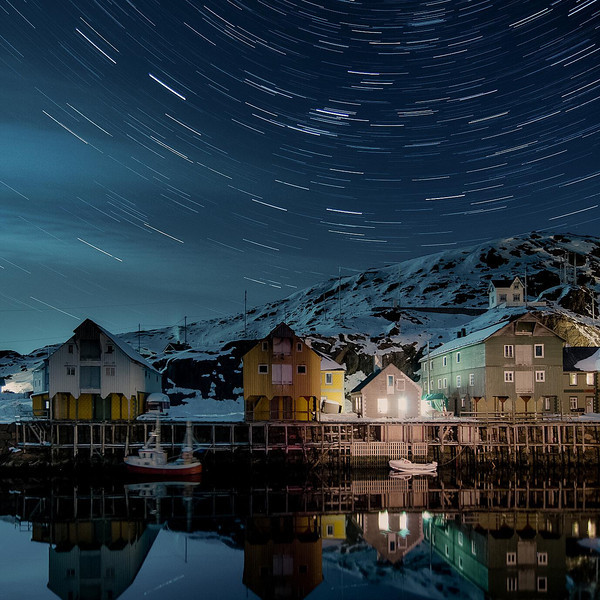 13. Star Trails<br /> 70x70cm, numbered prints 1 - 50<br /> Price mounted NOK 3900