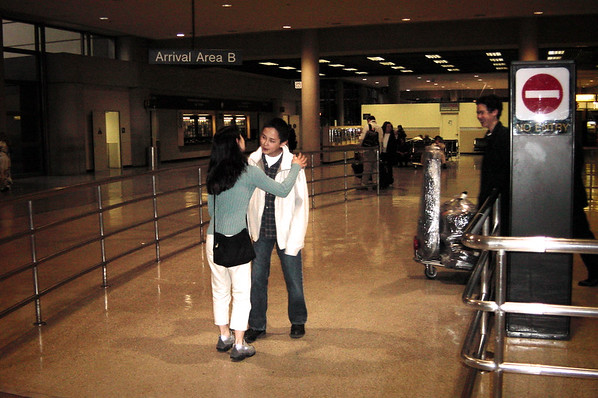 02 LAX - Val greets Didi and Max
