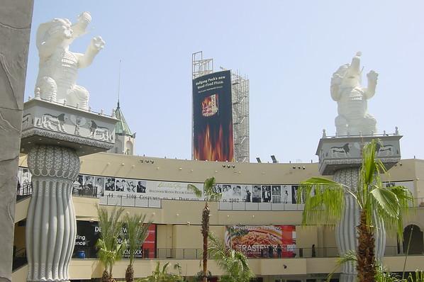 18 H&H - elephant statues