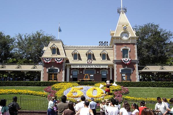 We park hop to Disneyland