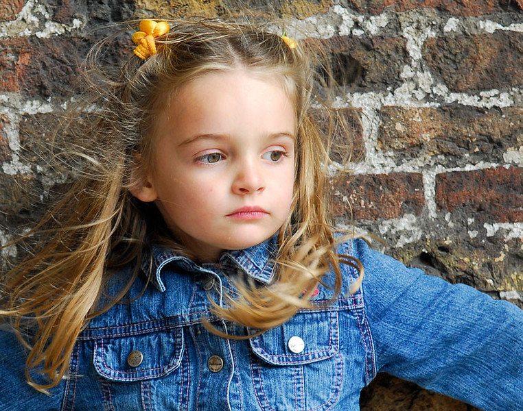 Julia at 4 yo, leaning against the groote kerk in Delft
