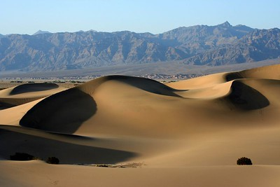 Sunset on top of the dunes in Death Valley (CA, 2005)