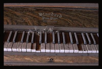 20 piano keys 22