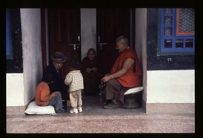 09 monks and kids (Rumtek) 56