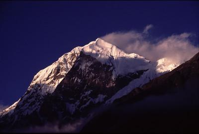 Pandim (sunset): trekking in the Himalayas