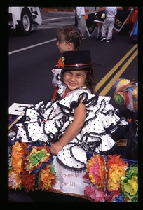 16 Kids parade Fiesta 2001