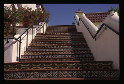 02 Colorful stairs 51