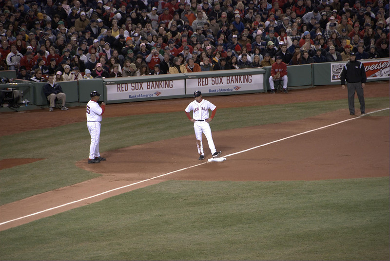 Jacoby Ellsbury gets to third.