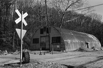 rr_crossing+tire+shed-t0677