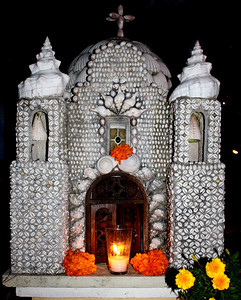 Beautiful headstone made of seashells.
