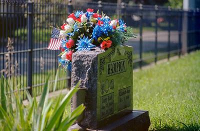grave_stone+flowers-ek1-t3210