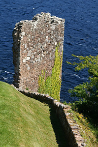 WALL AT LOCHNESS06