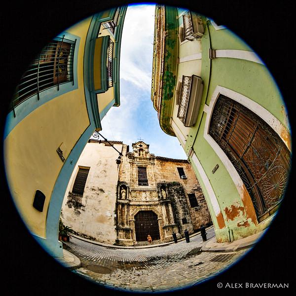 La Catedral de la Virgen María de la Concepción Inmaculada de La Habana -- yeah, all that and a girl