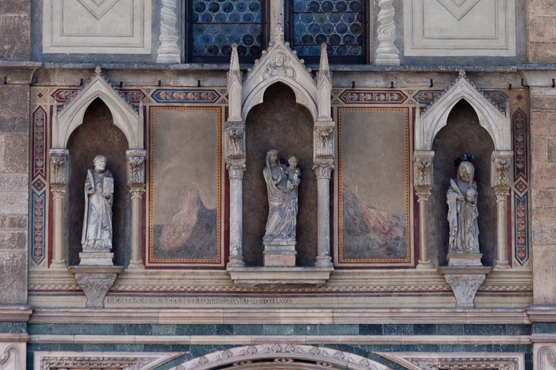 Statuary detail, Basilica di Santa Croce (Basilica of the Holy Cross)
