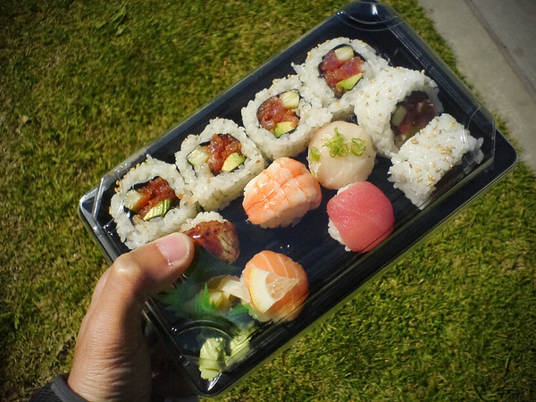 My spicy set, large order is ready PDQ.  Six pieces of spicy tuna roll and five pieces of temari sushi
