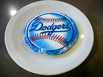 Oooh, Valerie has surprised me with a Dodgers themed treat thanks to one of her coworkers