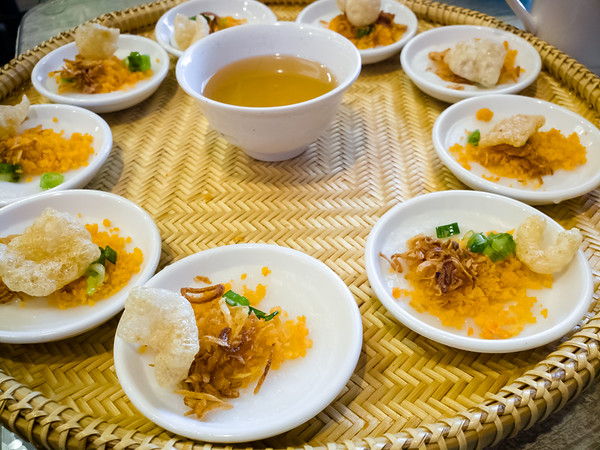 I don't think it is possible for us to visit a restaurant specializing in food from Central Vietnam without ordering Bánh Bèo