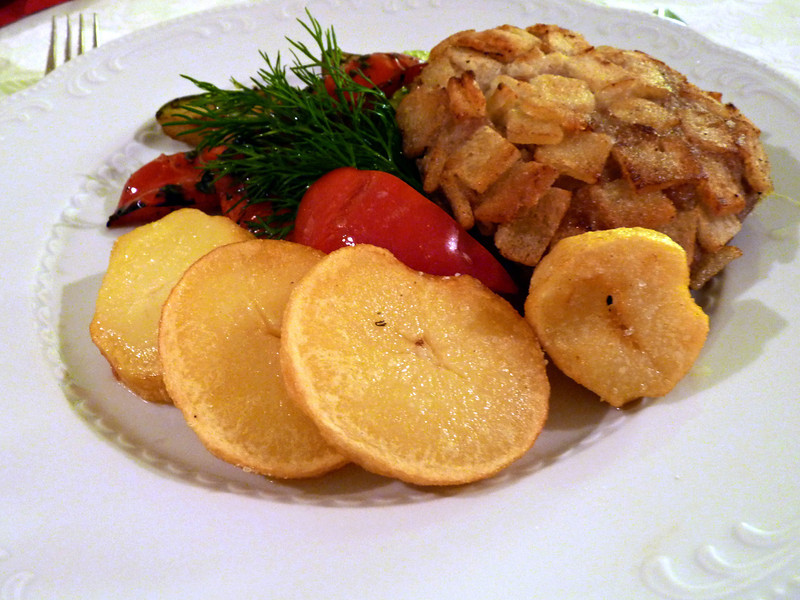 A classic Russian dish - Pozharski cutlet with grilled potatoes & red pepper. The Pozharsi cutlet dates from the mid-1800's & consists of ground chicken covered in bread cubes & fried. Not exactly low cal, but delicious.