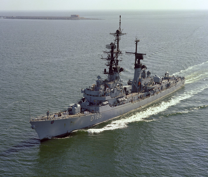 Molders (D 186) (German)<br /> <br /> Date: March 23 1979<br /> Location: Inbound at Hampton Roads VA<br /> (Chesapeake Bay Bridge Tunnel in background)<br /> Source: Nobe Smith - Atlantic Fleet Sales