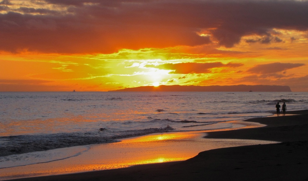 W - Sunset at Kauai shore
