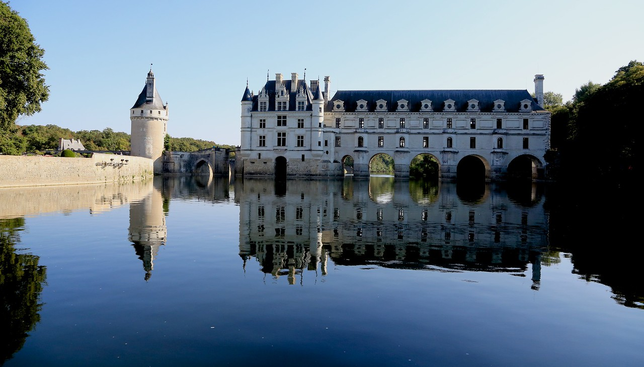 M -Approaching Chateau Chenonceau
