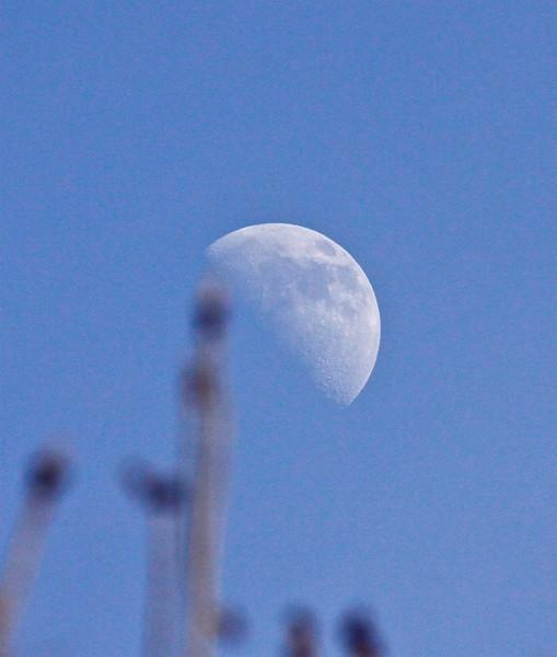 B - Afternoon Moon