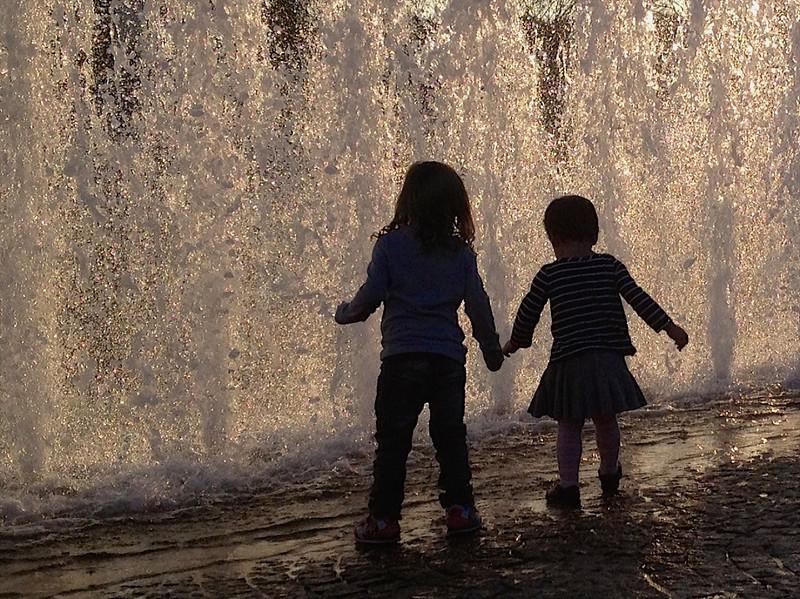 J - Fountain girls