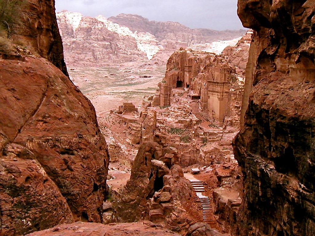 Petra (Jordan, Jan 2004) Olympus D510Z 9.6mm f/3.8 1/500 ISO 100
