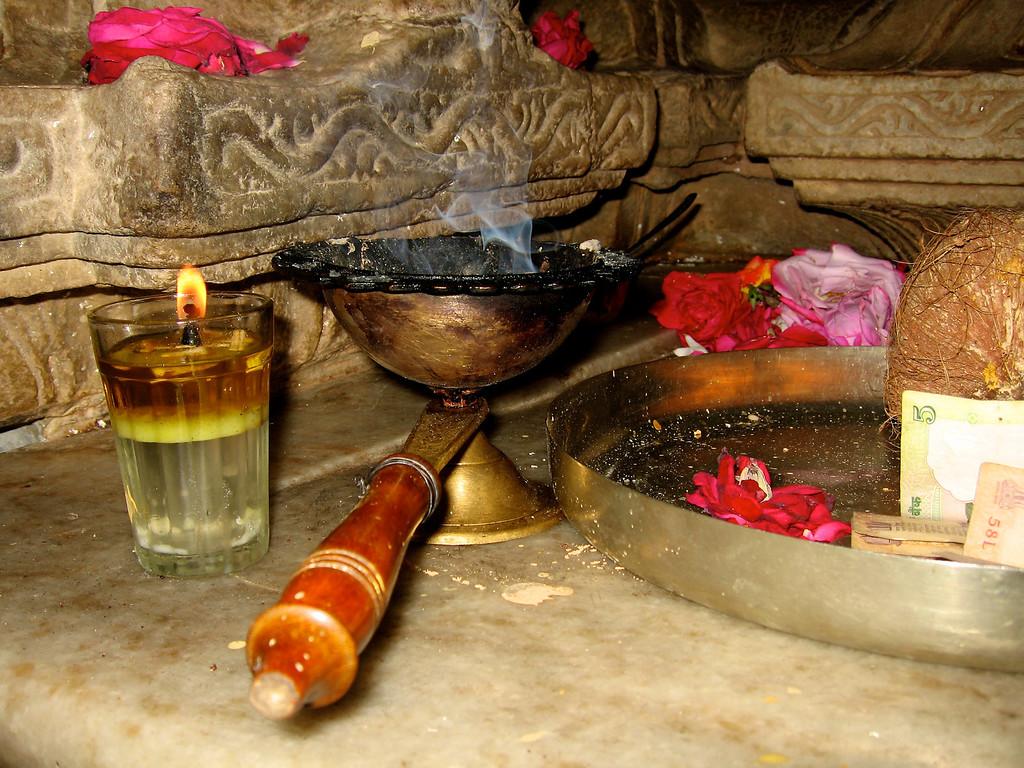 Jain Temple (Ranakpur, India, Dec 2006) Canon SD500 7.7mm f/7.1 1/60 ISO 50