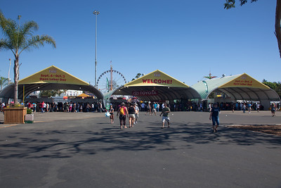 SUNDAY - Out of the blue, Pete calls us up and asks if we want to check out the L.A. County Fair.  I have not been in years...and I think this will be everyone else's first time