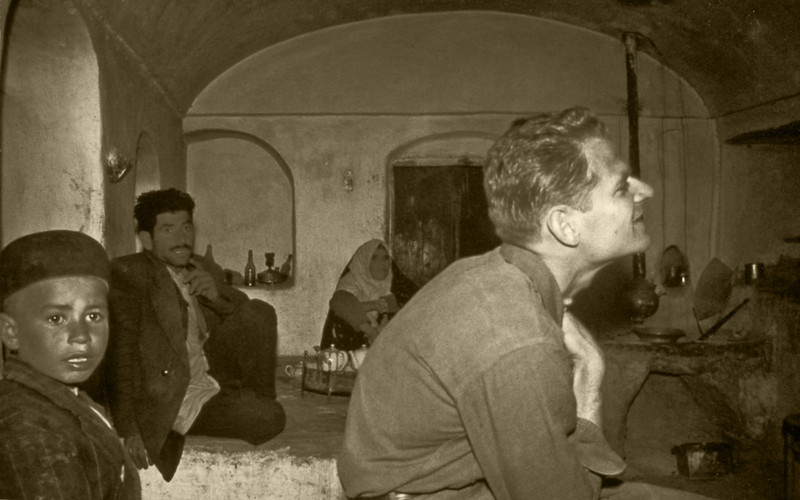 Iran, near Natanz (1960) - Jack Van Wagner in the  caravanserai at Samarqand.