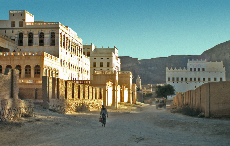South Arabia (the 1960s) - A street of rich men's palaces in Tarim, Wadi Hadhramaut.