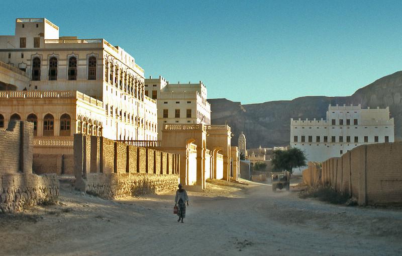 South Arabia (the 1960s) - A street of rich men's palaces in Tarim, Wadi Hadhramaut.