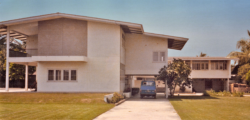 Thailand, Bangkok (1975) - Our house on Soi Sannanikom 2 in Bangkhen on the day we first saw it. Swimming pool can barely be seen on extreme left. Servants' quarters at right rear. Balcony is off the master bedroom.