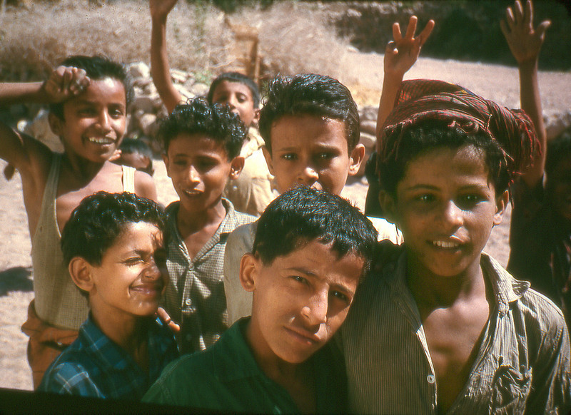 South Arabia (1964) - City kids ogling foreigners, Mukalla.