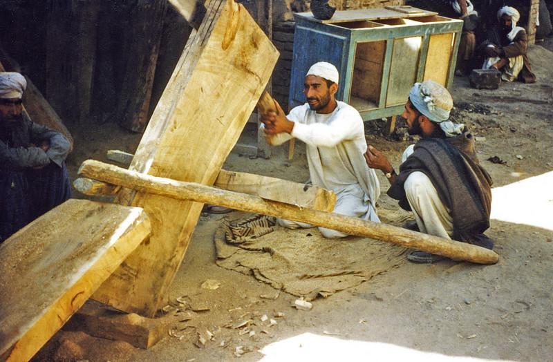 Pakistan - Peshawar (1958) - Heavy woodwork in the Bazaar.