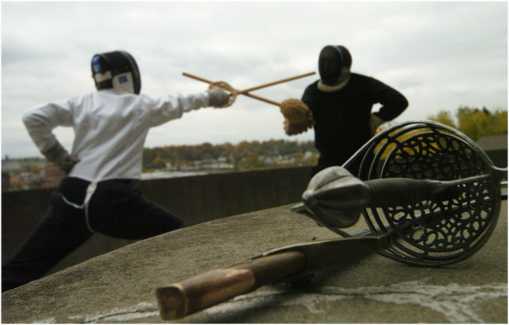 7.94x5.25deep---Ana Zangroniz photo for Dan DeVries story to run Mon. 10.25.04. Mark Millman, left, of Boston, and Stephen Hand of Australia practice 19th century sabre fencing in front of Diana's Castle on Sunday, October 24, 2004 in Amsterdam.