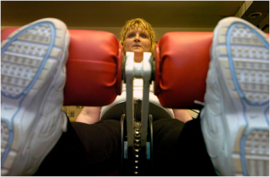 7.94x5.25deep---Ana Zangroniz photo for stand-alone use, to run Sat. Feb. 26, 2005. Gym member Cheri Bradt of Scotia works out her legs at Pit Bull Gym in Scotia, on Friday, February 25, 2005. Bradt put in an extra-long workout, after having missed the gym due to illness the last several days.