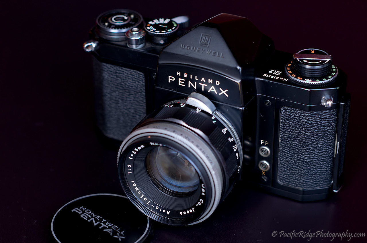 Here is a 1959 Black Pentax H2, but this time in Black.