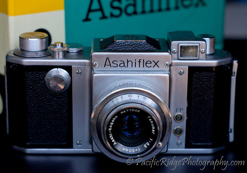 The Asahiflex IIA was a slight improvement over the IIB, introducing slower shutter speeds (note front dial).