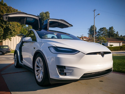 I freshly washed my Model X earlier this morning, so it makes a worthy photo subject for seeing how well the S9 fares in optimal lighting conditions