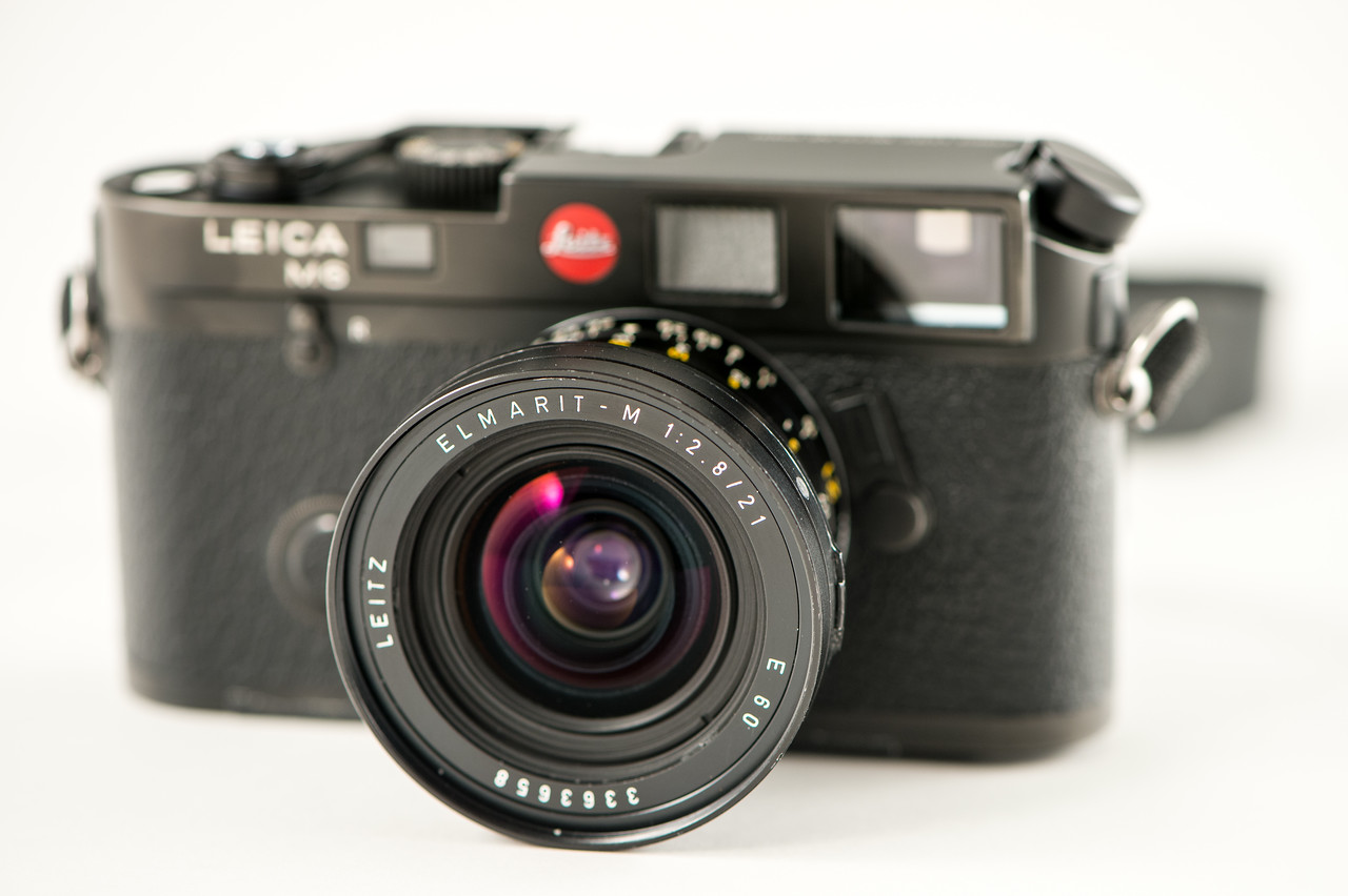 A very early Leica M6 (1985) with its Summarit-M 21mm f/2.8 (1980).