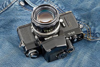 Minolta X1 (body #1024938 et & X1 Finder 1241747) with a Rokkor-PF 58mm f:1.4 #578047.