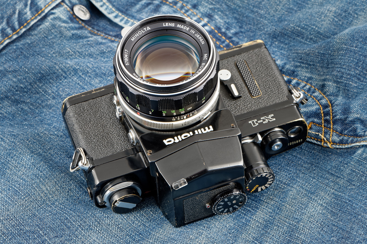 Minolta X1 (body #1024938 et & X1 Finder 1241747) with a Rokkor-PF 58mm f:1.4 #578047.