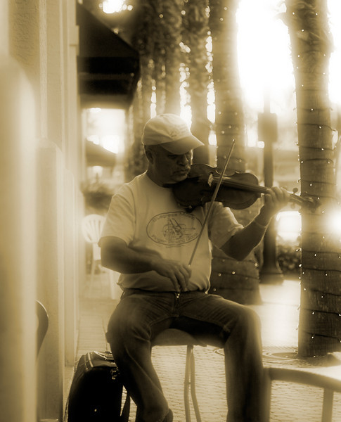 Street Fiddle in Abaccoa