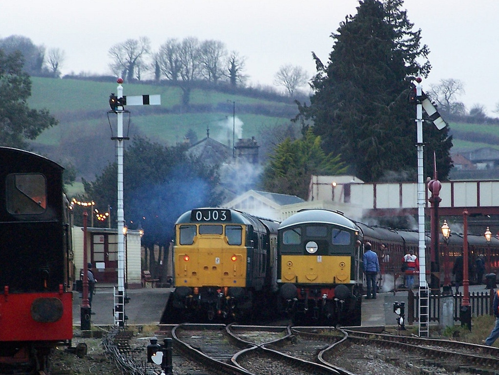 31162 and 24081, Winchcombe.