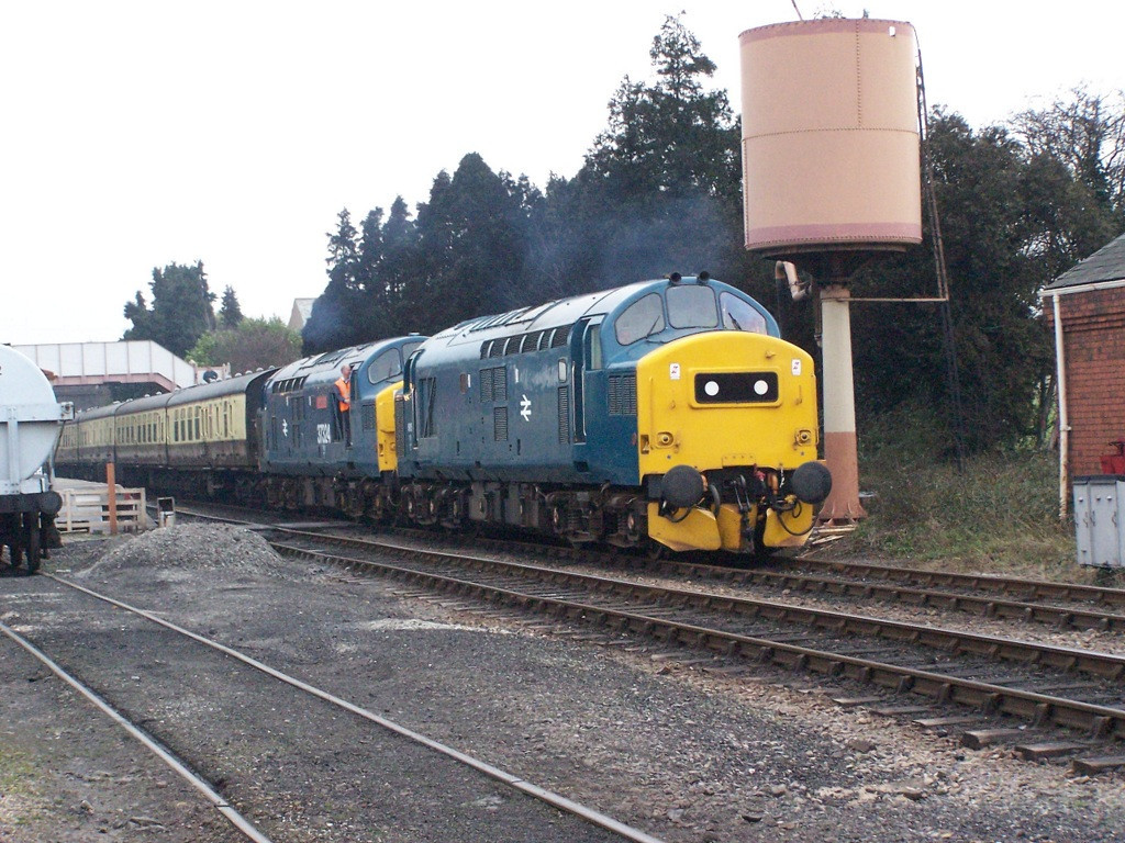37215 and 37324, Toddington.